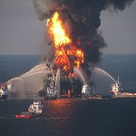 150px-Deepwater_Horizon_offshore_drilling_unit_on_fire